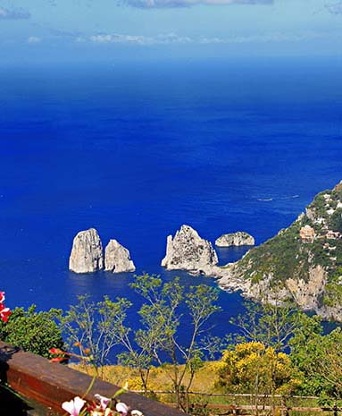 Capri-is-truly-a-magnificent-place-trip-Capri-travel-italy-trip-Capri-road-cop